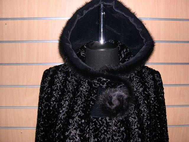 пальто из искусственного меха под каракуль фото